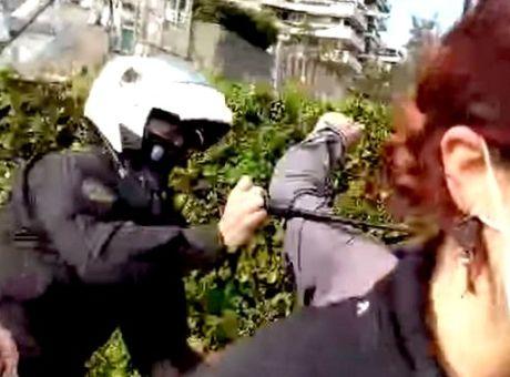 """Η παράταξή  """"με το ΝΙκήτα Δήμος για όλους"""" καταγγέλλει τη χρήση απρόκλητης βίας σε πολίτες, από την Αστυνομία, στην πλατεία της Ν. Σμύρνης και στο Χαλάνδρι."""