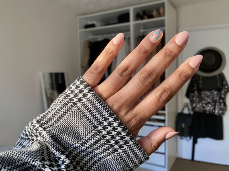 How to Apply Fake Nails