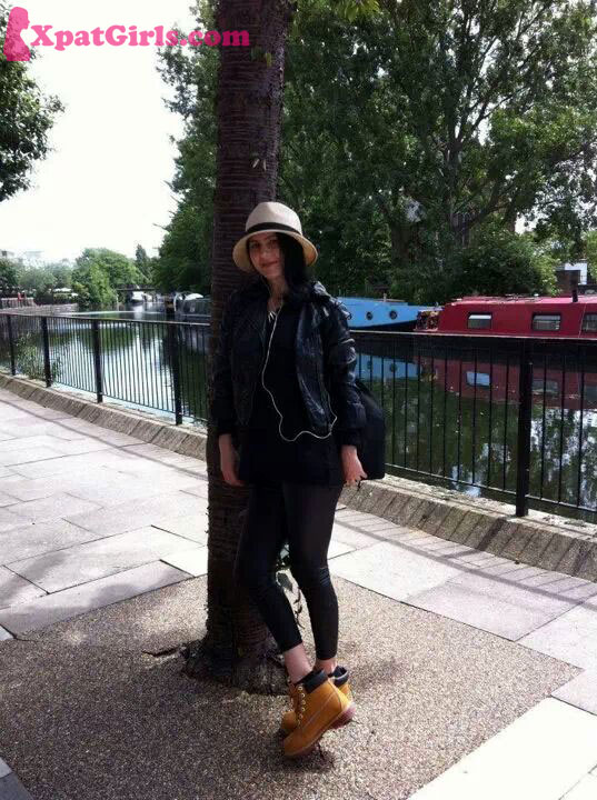 Little Venice on a sunny day - walking beside the Regent's canals, listening to Biffy Clyro, enjoying the tranquillity of the waterways