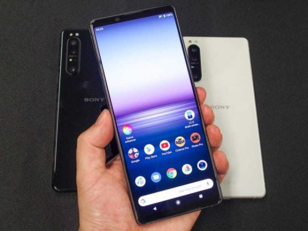 Xperia 1 II (Mark 2) sized up against the Xperia 1 ...