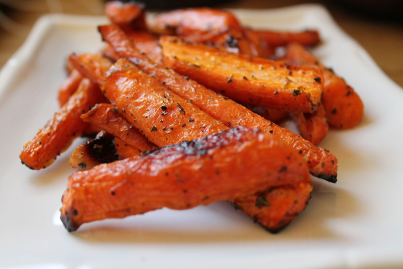 12 Paleo Dishes Perfect for Thanksgiving | Simple Roasted Carrots - www.Xperimentsinliving.com