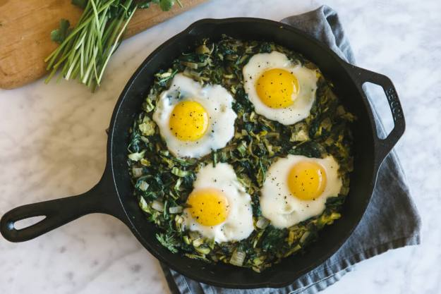 12 Must Try Paleo Brunch Recipes | Green Shakshuka with Brussel Sprouts and Spinach | www.Xperimentsinliving.com