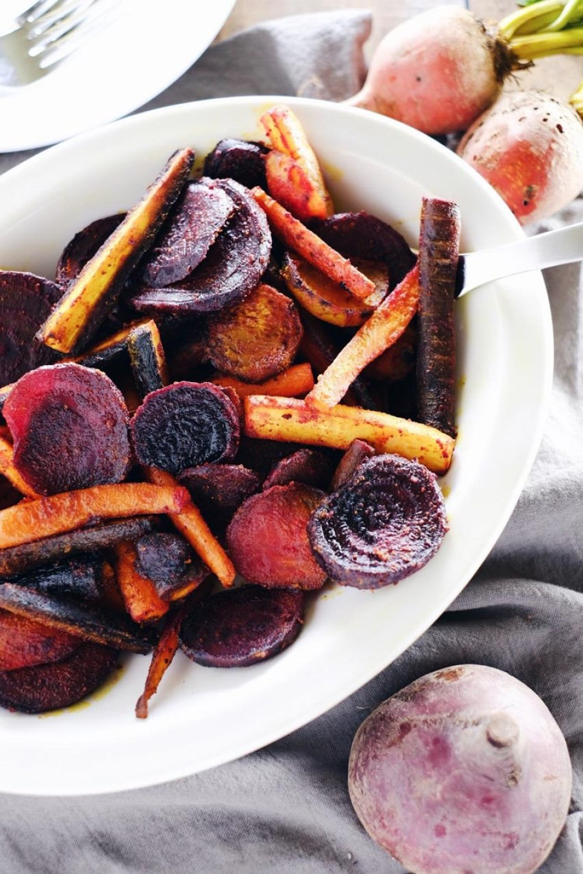 17 Paleo Recipes to Try this Spring | Turmeric Maple Roasted Beets and Carrots | www.xperimentsinliving.com