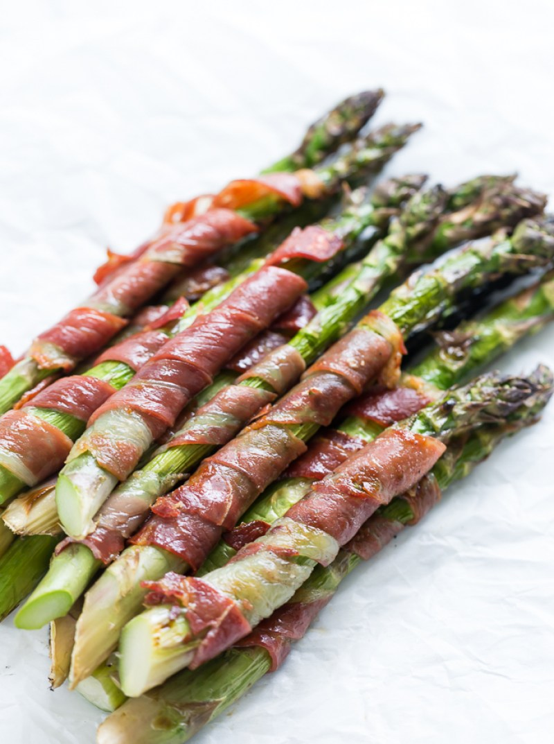 25 Paleo Barbecue Recipes | Grilled Prosciutto Wrapped Asparagus | www.Xperimentsinliving.com