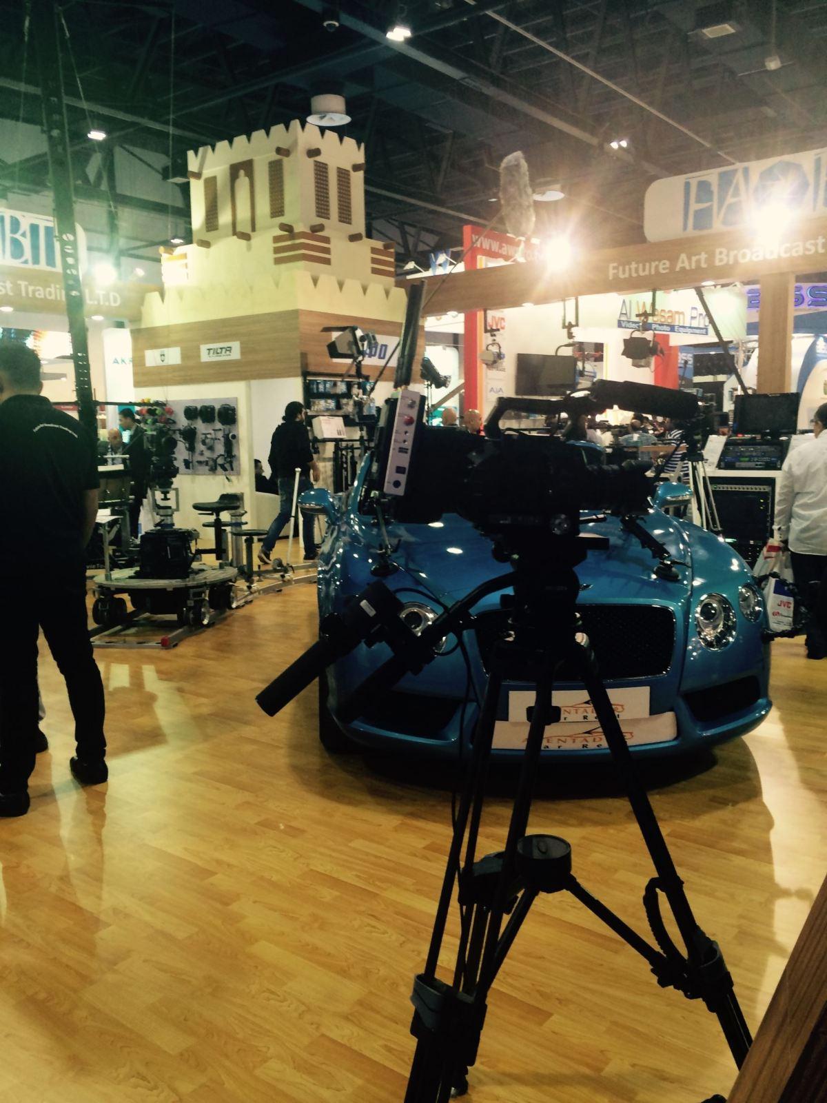 Cabsat16_blue car 2
