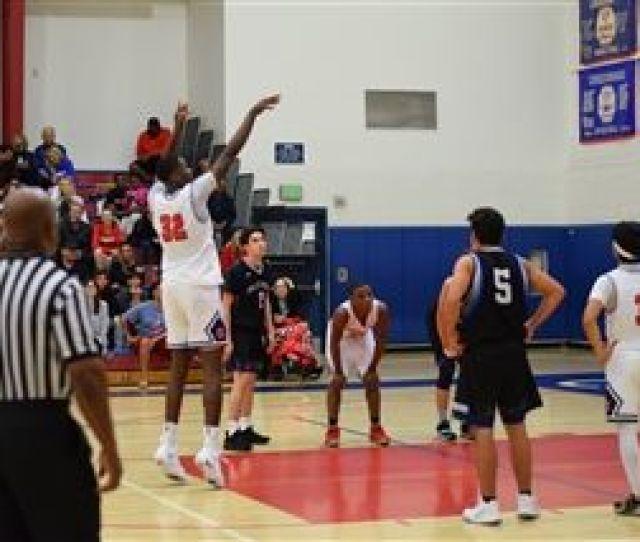 Boys Varsity Basketball Beats Palisades For Season Opener