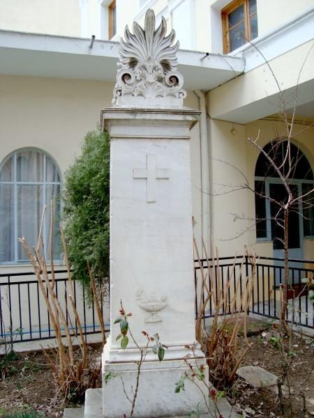 Η ελληνορθόδοξη κοινότητα θρήνησε τον Αλέξανδρο Μαυροκορδάτο και τον έθαψε στο προαύλιο της εκκλησίας του Αι – Γιάννη, όπου υπάρχει έως σήμερα το μνήμα του