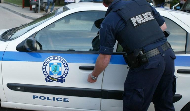 Ανήλικος οδηγός χωρίς δίπλωμα και διακινητής, σε τρελή κούρσα με τους αστυνομικούς και στο τέλος ανατροπή στο ύψος του Αγίου Σίλα
