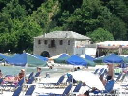 ΓΙΑ ΜΙΑ ΑΚΟΜΗ ΧΡΟΝΙΑ: «Καυτός» προορισμός η Θάσος για Ρουμάνους, Σέρβους και Βούλγαρους