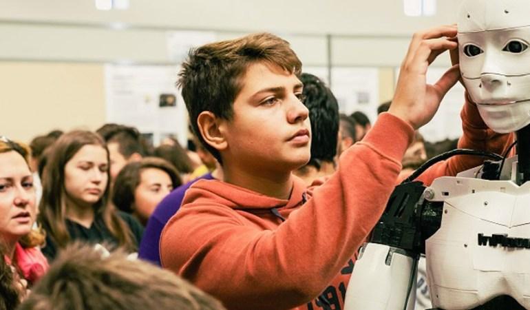 Ο 15χρονος Δημήτρης Χατζής μεταξύ των έξι makers παγκοσμίως στην κατασκευή  του ρομποτικού ανθρωποειδούς «InMoov»