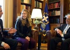 ΣΚΑΚΙ: Τσίπρας και Παυλόπουλος υποδέχτηκαν την παγκόσμια πρωταθλήτρια Σταυρούλα Τσολακίδου!