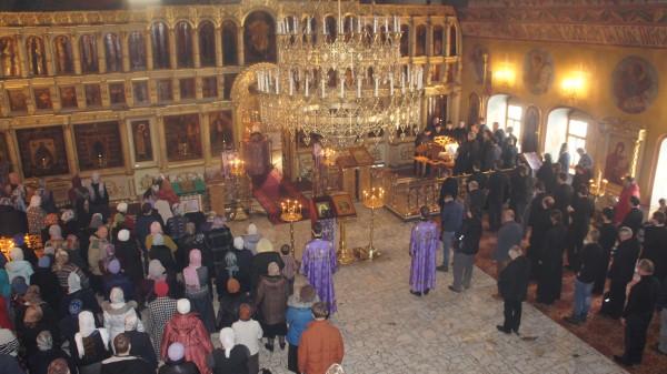 """Το ΣτΕ απέρριψε αίτημα πιστών να """"παγώσει"""" η απαγόρευση σχετικά με τις λειτουργίες στις εκκλησίες"""