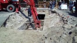 Φωτογραφίες από την τρύπα που άνοιξε στην παραλιακή οδό της Καβάλας