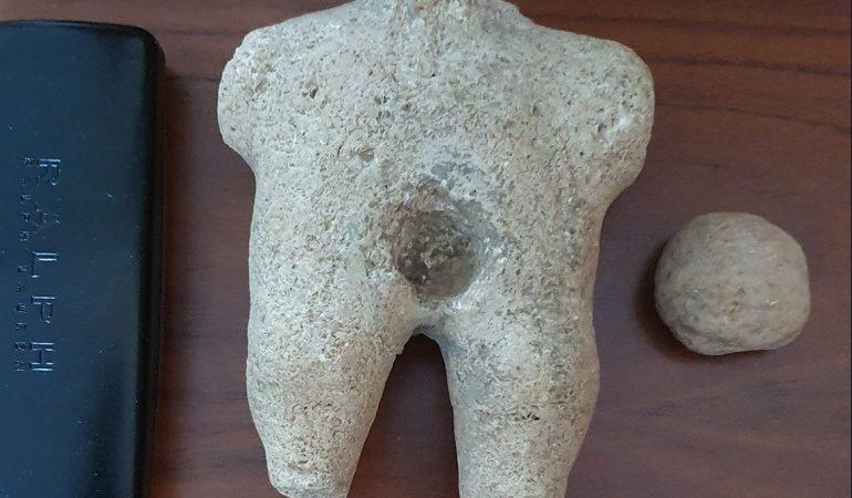 ΚΑΒΑΛΑ: Σπάνιο γλυπτό 7.000 χρόνων παραδόθηκε στο Αρχαιολογικό Μουσείο