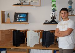 Καβάλα: Το παιδί θαύμα Δημήτρης Χατζής υλοποίησε μια καινοτόμo ιδέα δημιουργίας «ξύλινου υπολογιστή»!!!!