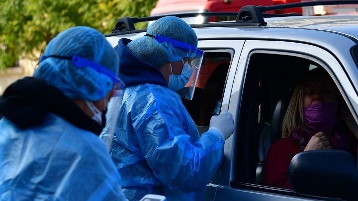 Κορωνοϊός: 489 νέα κρούσματα, 15 θάνατοι, 256 διασωληνωμένοι