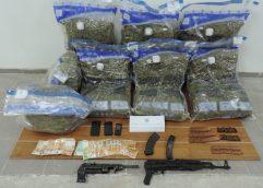 ΒΟΡΕΙΑ ΕΛΛΑΔΑ: 55,5 κιλά ακατέργαστης κάνναβης, 1 πολεμικό τυφέκιο, 1 οπλοπολυβόλο και φυσίγγια κατασχέθηκαν στο πλαίσιο συντονισμένης επιχείρησης της Ομάδας Δίωξης Ναρκωτικών