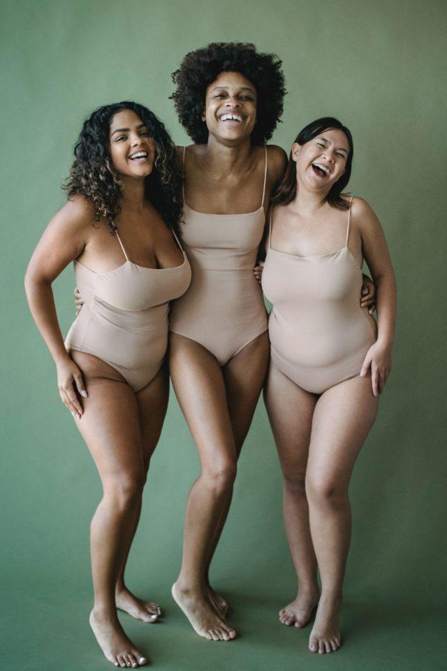 Trois femmes en body