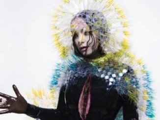 BJORK RUSH RELEASES DIGITAL VERSION OF 'VULNICURA' ON ITUNES