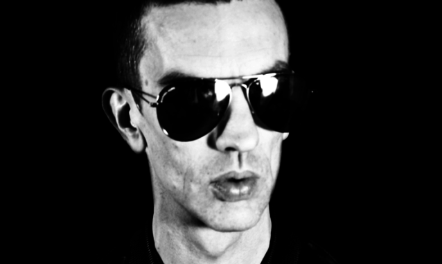 RICHARD ASHCROFT - Announces new single 'Hold On' - Listen
