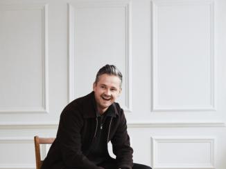 TOM CHAPLIN - Announces Christmas Album 'Twelve Tales of Christmas' Out November 2