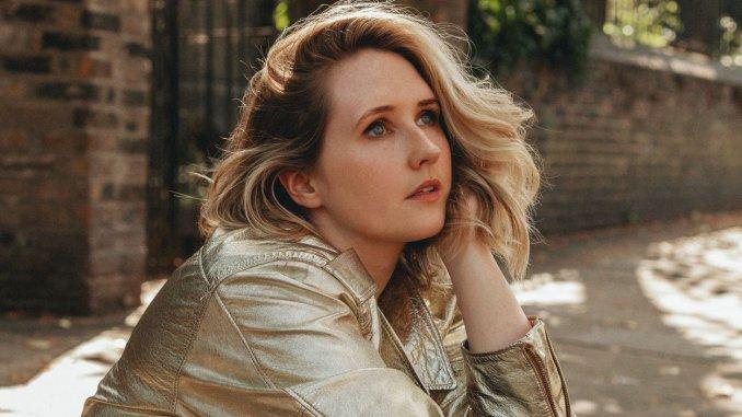 Fast emerging singer-songwriter LILLA VARGEN to play London, Belfast & Dublin shows in November