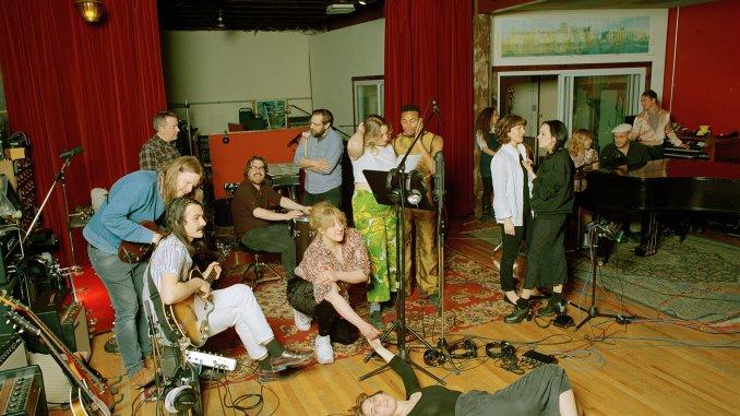 U.S. GIRLS announces new album 'HEAVY LIGHT'; hear first single 'OVERTIME' 2