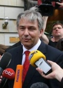 Mayor Klaus Wowereit in an interview in front ...