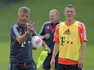 Peter Hermann gibt Anweisungen an sein Team