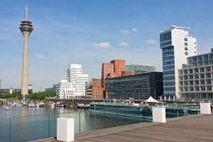 © istock.com/nimu1956 Der Medienhafen von Düsseldorf. Hier tummeln sich die Promis.