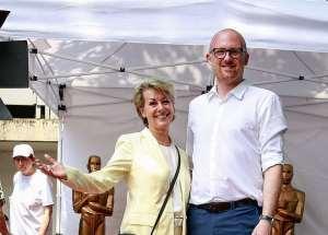 Chefin der wfbm, Roselyn Rogg, und Duisburgs OB Sören Link © Heike Kaldenhoff