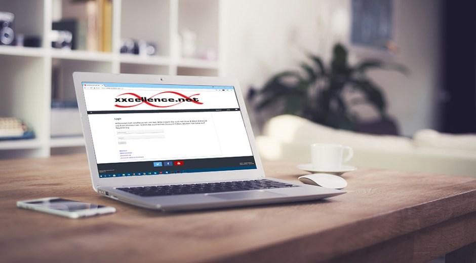 Laptop mit Login-Webseite des xxcellence Job Net