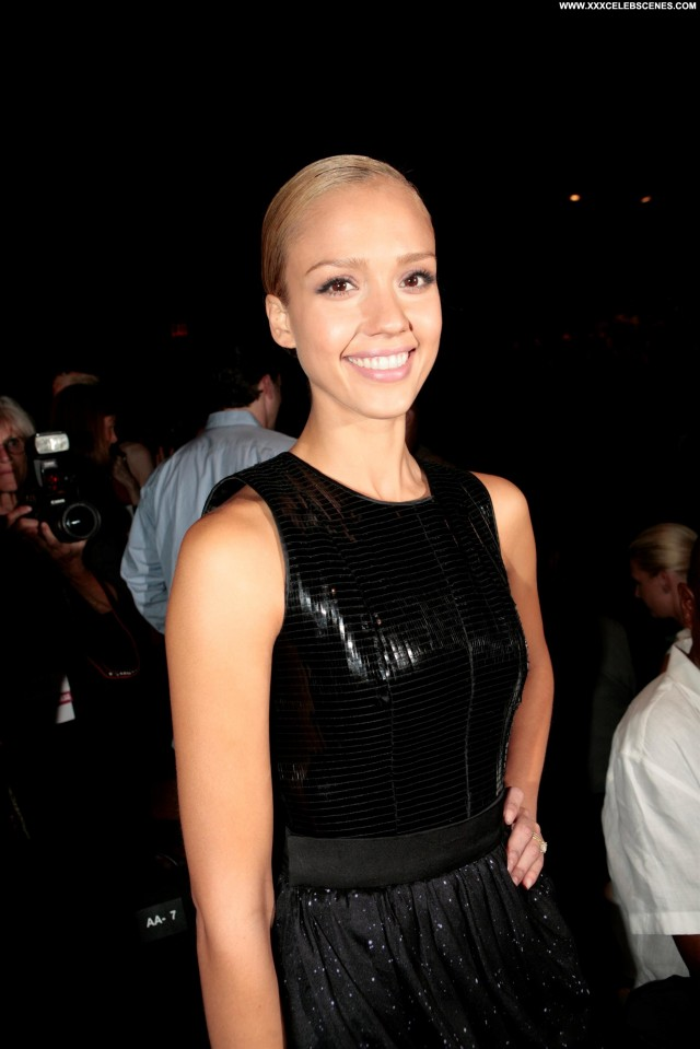 Jessica Alba Fashion Show Posing Hot Black Celebrity Cute Stunning