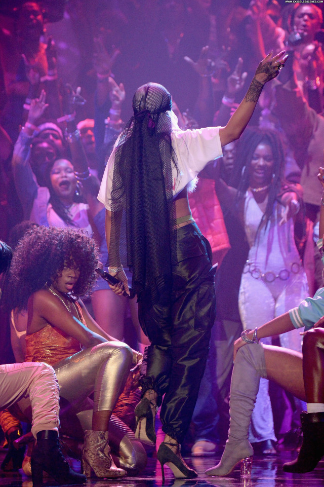 Rihanna Celebrity Sexy Fashion American Singer Stage Awards Beautiful