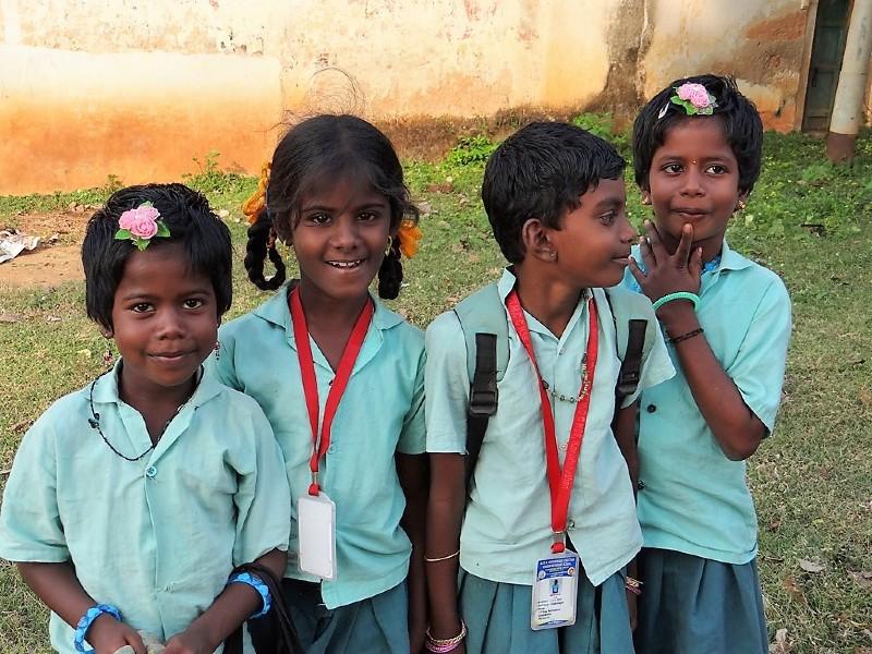 Chettinad 4 écolières en uniforme vert