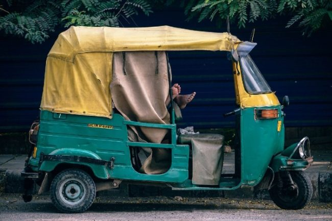 Inde Tuk-tuk, triporteur indien jaune et vert