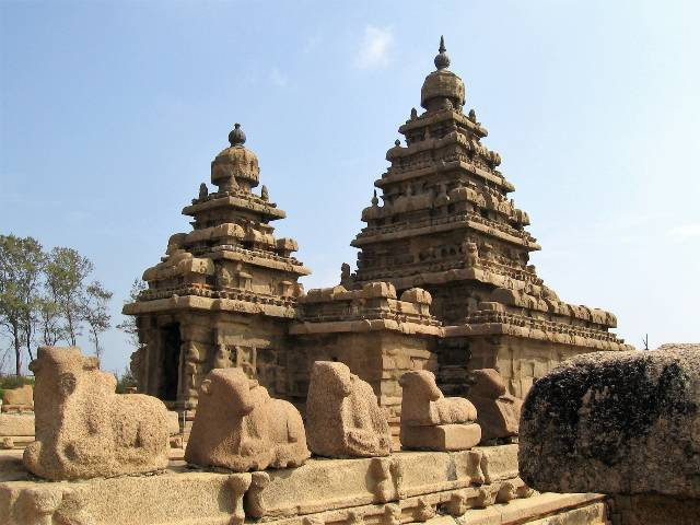 Mamallapuram vieux temple érodé en pierres ocres