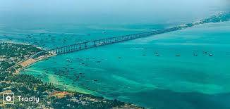 Inde du sud mer turquoise vue du ciel avec un long pont