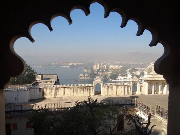Udaïpur vue du haut du palais sur le lac