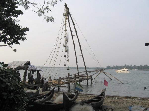 Kérala à Cochin mats avec des contre-poids pour pêcher