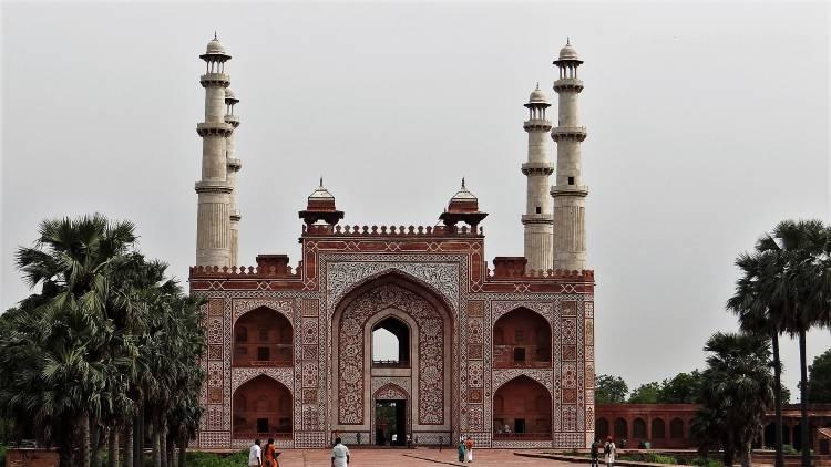 Inde Mausolée en grès à 4 minarets