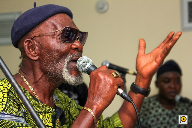 Fatai-Rolling-Dollar-at-the-Goethe-Institut-Lagos-city-hall-housewarming-2011-4