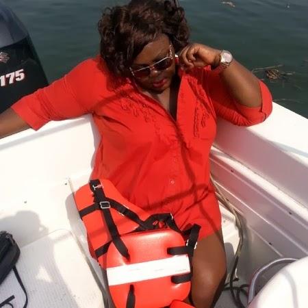 Obafemi-martins-hangs-out11-yabaleftonline-com