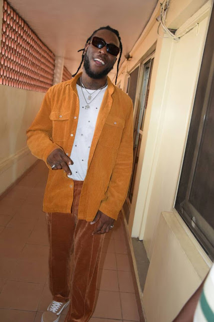 """I'll go shirtless if I see someone wearing the same shirt as me""- Burna Boy"