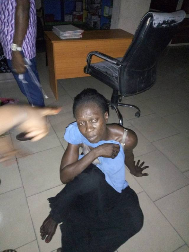 Duncan Elder sister 02 - Woman who claims she is Duncan Mighty's sister, caught stealing at a mall in Port Harcourt