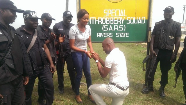 SARS Propose Rivers 0 - Nigerian man proposes to girlfriend with the help of SARS at their Headquarters in Rivers state (video)