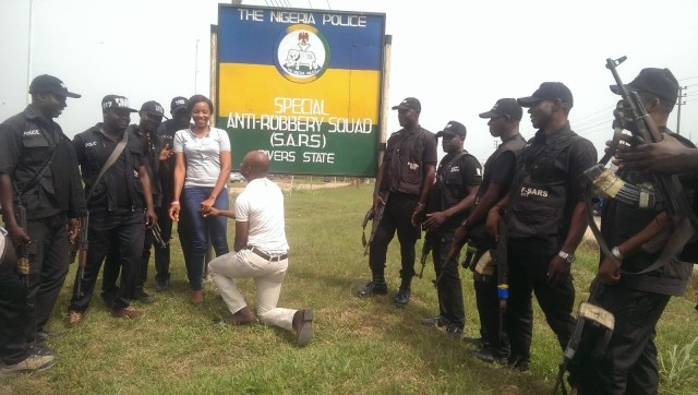 SARS Propose Rivers 08 - Nigerian man proposes to girlfriend with the help of SARS at their Headquarters in Rivers state (video)