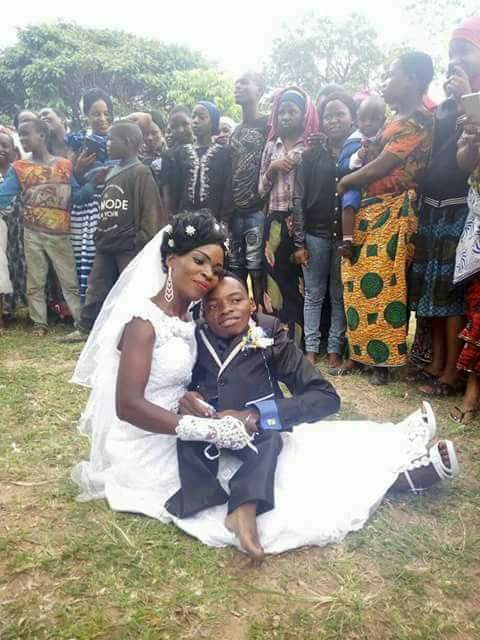 love1 - Love is Wonderful !!! Physically Challenged Man Marries Pretty Lady