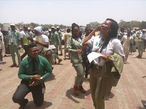 Young man kneels down, proposes to his Corper girlfriend during her POP in Kaduna today