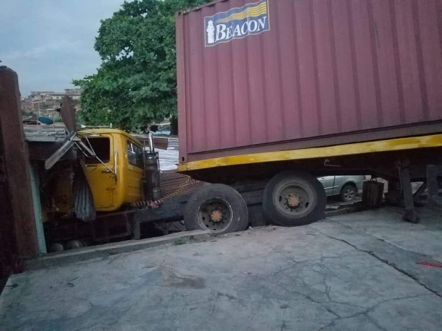 Truck Crashes Into A Shop At Ojodu, Lagos State (Photo)